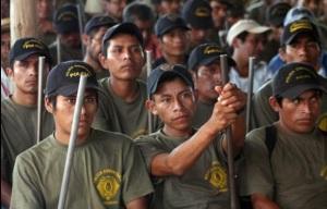 Policías comunitarios en El Paraíso, municipio de Ayutla de los Libres, en Guerrero. Foto Lenin Ocampo Torres / Archivo