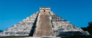 MEXICO - MARCH 03: Pyramid of Kukulkan or El Castillo (The Castle), Chichen Itza (Unesco World Heritage List, 1988), Yucatan, Mexico. Maya Civilisation. (Photo by DeAgostini/Getty Images)