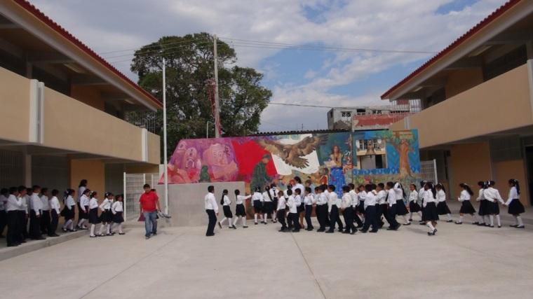 Centro Escolar Juchitán, emblema de la educación y luz que no se extingue (3).JPG