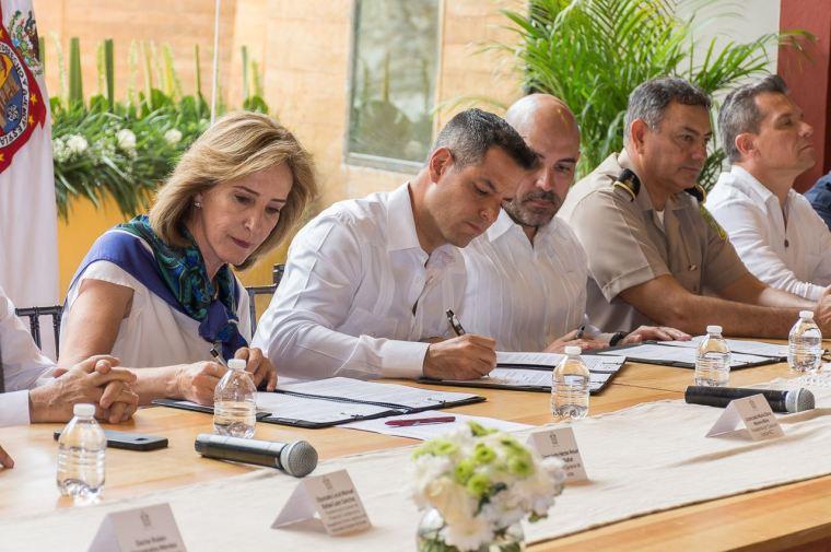 Firma convenio Gobierno con Sociedad Civil, para evaluar acciones en materia de seguridad (2)